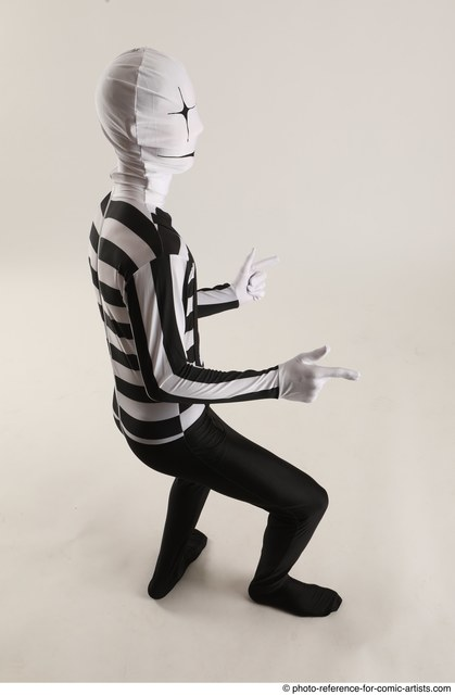 Man Adult Average Another Daily activities Standing poses Casual