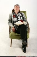 2009 09 OLDWOMAN SITTING READING FALL ASLEEP 01.jpg