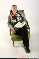 2009 09 OLDWOMAN SITTING READING FALL ASLEEP 02.jpg