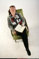 2009 09 OLDWOMAN SITTING READING FALL ASLEEP 03.jpg