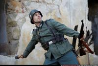 2010 03 WW2 INFANTRY THROWING GRENADE 04