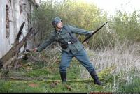 2010 03 WW2 INFANTRY THROWING GRENADE 00