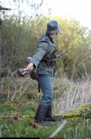 2010 03 WW2 INFANTRY THROWING GRENADE 03