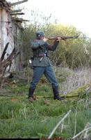 2010 03 WW2 INFANTRY STANDING AIMING RIFLE 00