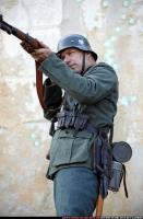 2010 03 WW2 INFANTRY STANDING AIMING RIFLE 05