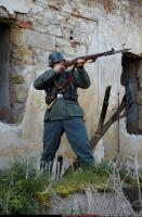 2010 03 WW2 INFANTRY STANDING AIMING RIFLE 04