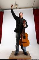2010 07 DANIEL GUITAR SINGER WAVING 00 C