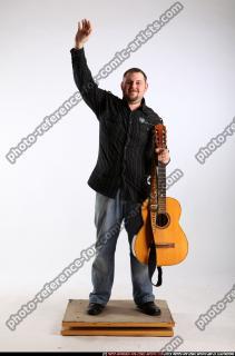 2010 07 DANIEL GUITAR SINGER WAVING 00 B