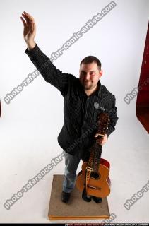 2010 07 DANIEL GUITAR SINGER WAVING 00 A