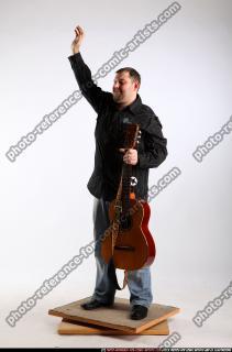 2010 07 DANIEL GUITAR SINGER WAVING 01 B