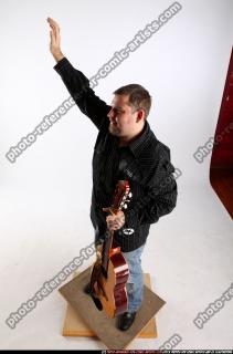 2010 07 DANIEL GUITAR SINGER WAVING 01 A