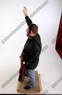 2010 07 DANIEL GUITAR SINGER WAVING 02 A