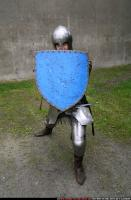 2011 01 MIDDLEAGE KNIGHT2 SWORD SHIELD POSES 04