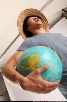 2014 09 KEIJI HOLDING GLOBE 08