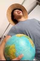 2014 09 KEIJI HOLDING GLOBE 09