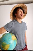 2014 09 KEIJI HOLDING GLOBE 10
