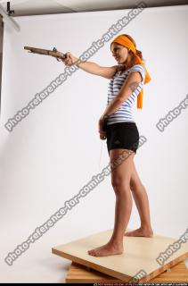 2015 02 AMY PIRATE FLINTLOCK SWORD AIMING POSE 01 C
