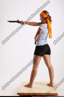 2015 02 AMY PIRATE FLINTLOCK SWORD AIMING POSE 02 B