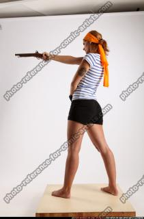 2015 02 AMY PIRATE FLINTLOCK SWORD AIMING POSE 02 C