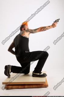 2015 04 EDGAR KNEELING REVOLVER SHOOTING 06 B