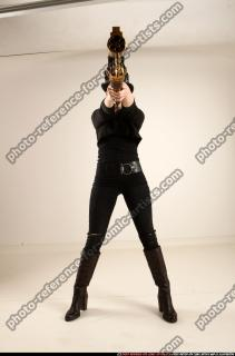 2017 02 CLAUDIA STEAMPUNK BLASTER RIFLE POSE1 AIMING 00 C
