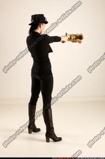 2017 02 CLAUDIA STEAMPUNK BLASTER RIFLE POSE1 AIMING 05 B