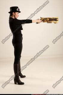 2017 02 CLAUDIA STEAMPUNK BLASTER RIFLE POSE1 AIMING 06 B