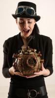 claudia-steampunk-bomb-pose1