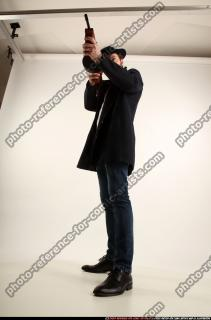 2017 03 LOGAN TOMMYGUN POSE3 SHOOTING 00 C