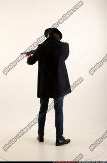 2017 03 LOGAN TOMMYGUN POSE3 SHOOTING 03 B