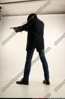2017 03 LOGAN TOMMYGUN POSE3 SHOOTING 02 C