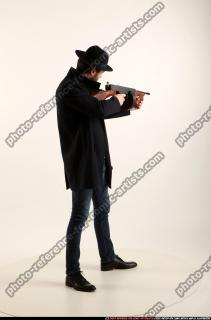2017 03 LOGAN TOMMYGUN POSE3 SHOOTING 05 B