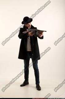 2017 03 LOGAN TOMMYGUN POSE3 SHOOTING 07 B