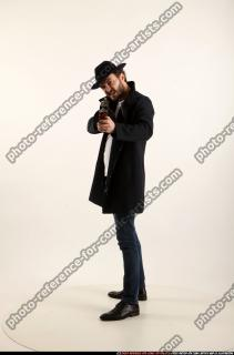 2017 03 LOGAN TOMMYGUN POSE3 SHOOTING 00 B