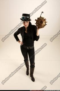 2017 03 CLAUDIA STEAMPUNK BOMB POSE2 00 A
