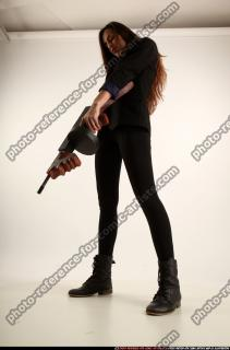 2017 09 PATRICIA TOMMYGUN POSE4 AIMING 01 C