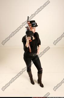 2017 11 CLAUDIA STEAMPUNK TOMMYGUN NEUTRAL POSE 07 A