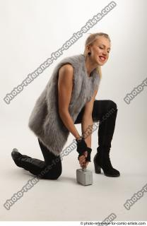 10 2018 01 NIKOL  KNEELING POSE WITH HAMMER